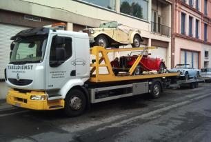 Renault Midlum met dubbeldek-plateau voor het vervoer van meerdere voertuigen in één keer en voor het takelen van gestrande voertuigen tot 5 ton.